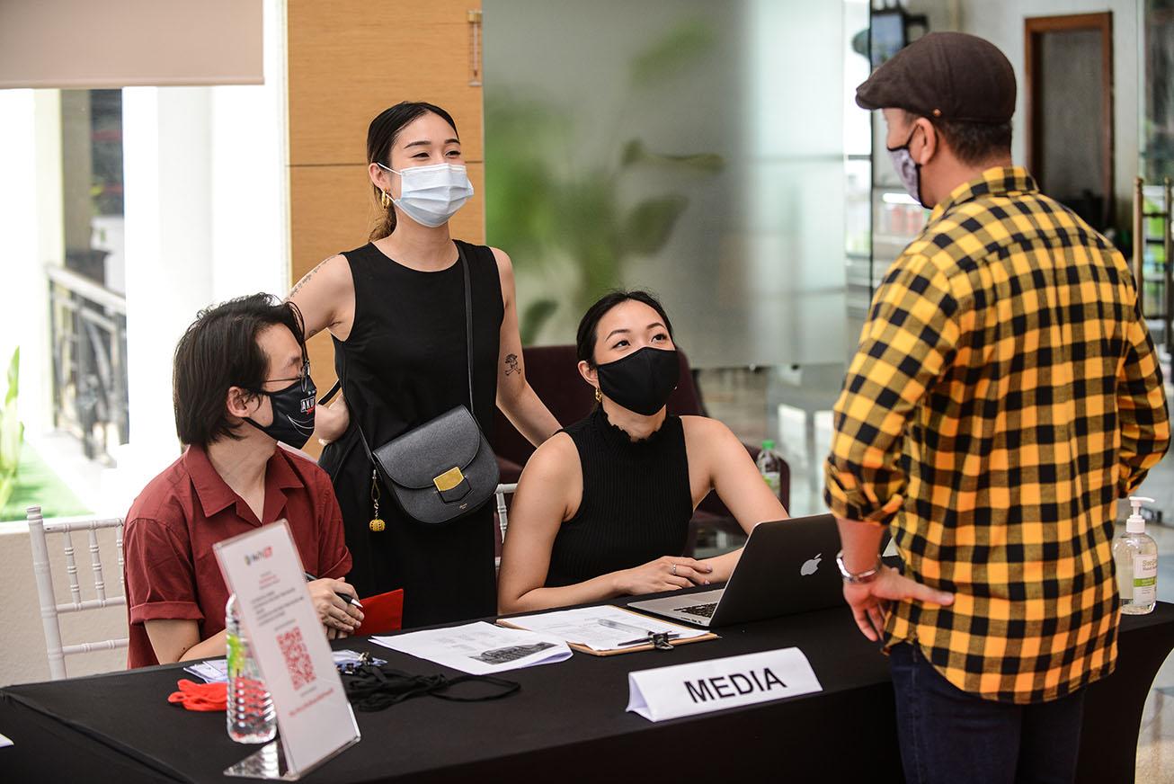 Define International - WeTV Iflix's Aku Bukan Gila 2020